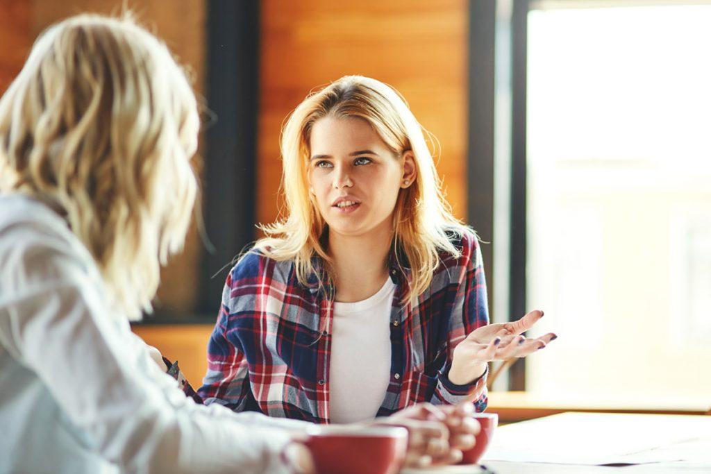Ergotherapie Vaihingen: Psychiatrie /zwei junge Frauen beim Kaffeeklatsch